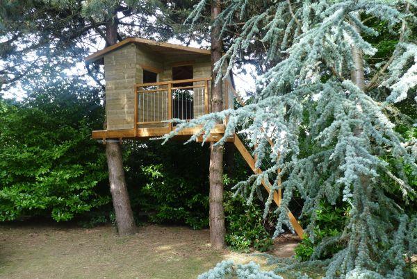 construire une cabane en bois chez soi avec pure aventure. Black Bedroom Furniture Sets. Home Design Ideas